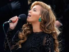 Beyoncé canta l'inno americano all'insediamento di Obama