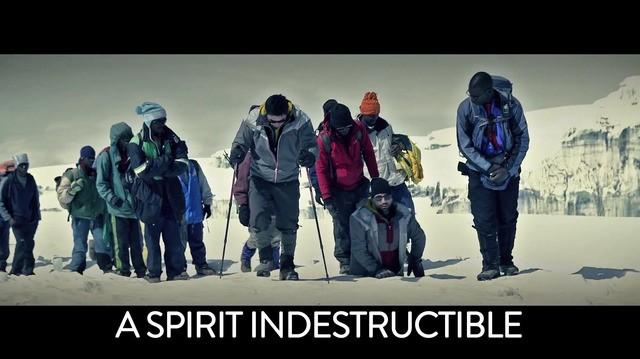 senza gambe scala la montagna