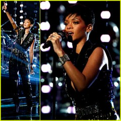Rihanna canta Diamonds live (The voice of America) video HD