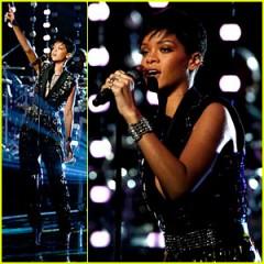 Rihanna canta Diamonds live (The voice of America) video HD