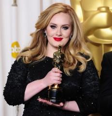 Oscar 2013: Adele premiata canta Skyfall - video